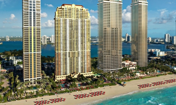 Outstanding residential complex by Acqualina Resort on the oceantfront in Sunny Isles Beach, Miami | 2